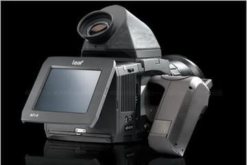 Máy ảnh 56 `chấm`: hàng khủng, giá khủng
