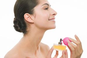 Mẹo sử dụng nước hoa tiết kiệm nhất