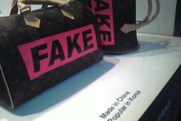 Giới trẻ sôi sục với hàng fake
