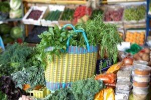 Nắng nóng, mưa rào khiến giá rau tăng vọt
