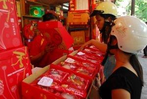 Báo động bánh Trung thu kém chất lượng