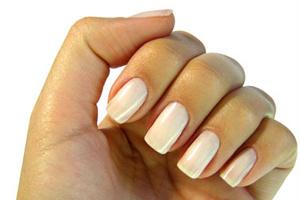 Để móng tay bền màu trong 10 ngày