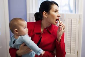 Make up trong 5 phút cho bà mẹ bận con nhỏ