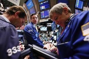 Nasdaq, S&P 500 giành giật sắc xanh, Dow Jones lùi bước