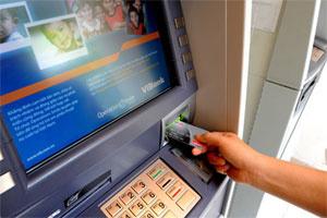 Không bịt khẩu trang trong buồng ATM