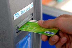 Người giao dịch ở ATM phải đứng cách nhau 1m