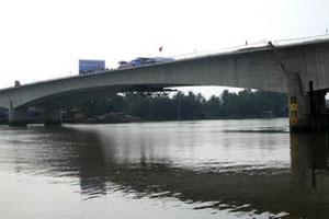 Hợp long cầu Phú Long nối TP.HCM và Bình Dương