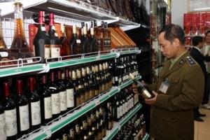 Rượu ngoại không rõ nguồn gốc: Vẫn thắng thế trên sân... đô thị