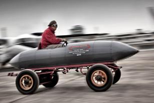Chiếc xe đầu tiên đạt tốc độ 100km/h
