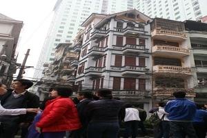 Thêm một ngôi nhà 5 tầng tại Hà Nội có nguy cơ sắp sập