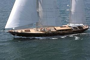 Du lịch hè với siêu du thuyền Roxane