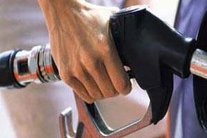 ĐBSCL: Xăng, dầu bán nhỏ giọt, tăng giá