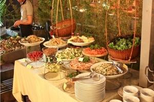 Thưởng thức buffet nướng ngoài trời tại nhà hàng An-J