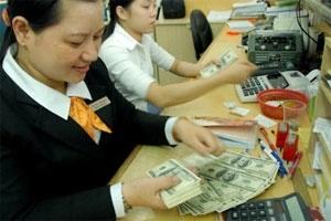 Ngân hàng bội thực USD?