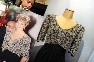 5,8 tỉ đồng cho hai chiếc váy của công nương Diana