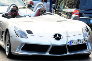 Kanye West lái McLaren SLR 1,7 triệu USD đến LHP Cannes