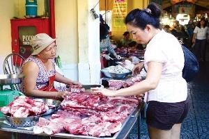 Trung Quốc gom hàng, nhiều loại thực phẩm trong nước lên giá