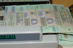 Ngân hàng vẫn 'đi đêm' với khách gửi tiền