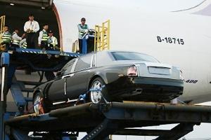 Kiểm tra ôtô, điện thoại di động nhập khẩu qua đường bay