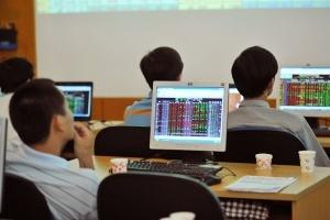 Cầu bắt đáy nhập cuộc, HNX-Index trở lại đà tăng sau 4 phiên