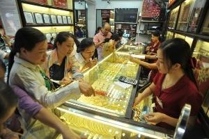 Giá vàng vừa giảm đã vội bật lên mạnh