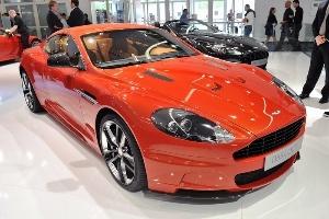 Aston Martin DBS Carbon lộ diện