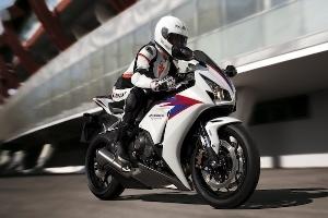 Honda chính thức giới thiệu CBR1000RR Fireblade 2012