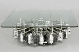 Bàn làm từ động cơ máy bay