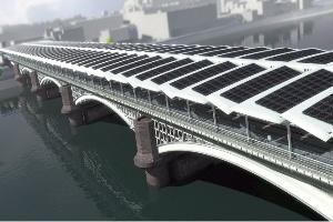 Trạm điện mặt trời trên cầu Blackfriars bắc ngang sông Thames