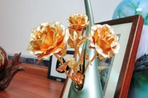 Quà 'độc' 20/10: hoa hồng bằng vàng ròng 24K