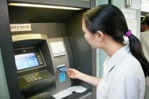 Cảnh báo nguy cơ ATM gắn chip trộm dữ liệu