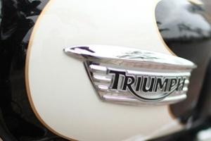 Triumph Bonneville T100 với phong cách retro 1960