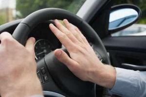 Kiềm chế nóng giận để lái xe an toàn