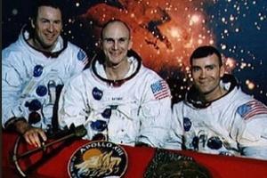 Đấu giá sổ ghi chép của nhà phi hành tàu Apollo 13