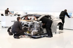 Hình ảnh Aston Martin chế tạo siêu xe One-77