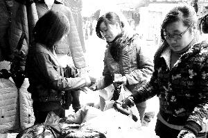 Thị trường quần áo rét Hà Nội: Nơi chen chúc, chốn đìu hiu