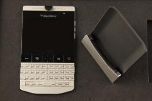 Blackberry Porsche P9981 và video mở hộp tại Việt Nam