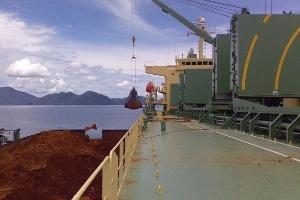 Vận rủi của những con tàu chở niken