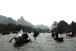 """Nở rộ các dịch vụ """"móc túi"""" du khách tại lễ hội chùa Hương"""