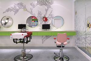 Hair Salon với đầy ngạc nhiên cho các khách hàng nhỏ tuổi