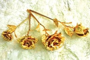 Quà tặng 8.3: Hàng bằng vàng ròng lên ngôi