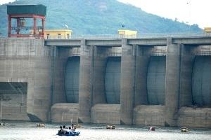 Xây thủy điện tràn lan: Sai lầm