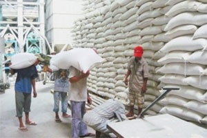 Xuất khẩu gạo năm tháng đạt ba triệu tấn