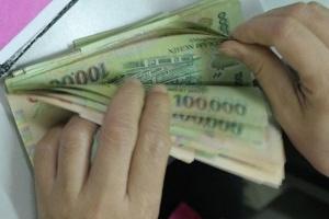 Gánh nợ xấu ngân hàng: Khó kiểm soát in tiền