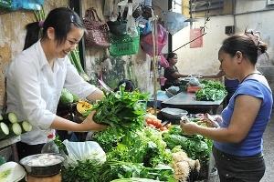 Giá rau tăng mạnh, thực phẩm giảm