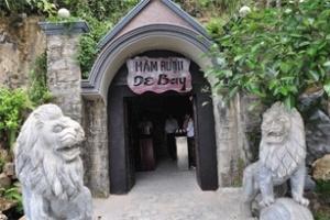 Ngắm hầm rượu 89 năm tuổi nằm trong lòng núi