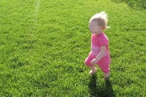 Kinh nghiệm giúp con nhỏ tránh khỏi nắng nóng mùa hè
