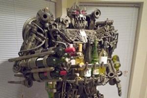 Giá bày vang hình người máy Transformer