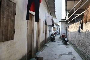 Sinh viên, người nghèo 'còng lưng' khi điện, nước cùng tăng