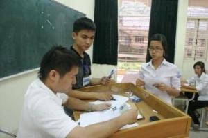 Hơn 70% thí sinh đến làm thủ tục dự thi ĐH đợt 1.